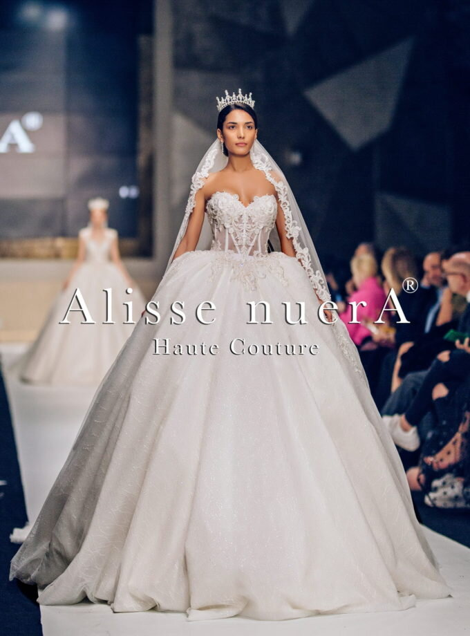 Transparent strapless wedding dress model with Alisse nuerA